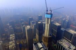 """汉峪金谷主楼昨日突破305米!济南""""第一高""""正式易主"""